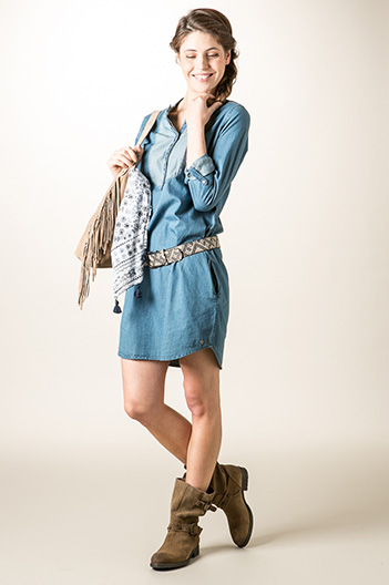 Robe jean boutonnière brodée