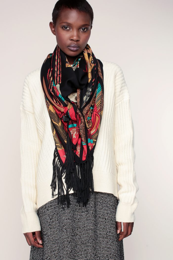 foulard noir imprim indien clous dor s franges buffalo hipanema for amenapih. Black Bedroom Furniture Sets. Home Design Ideas