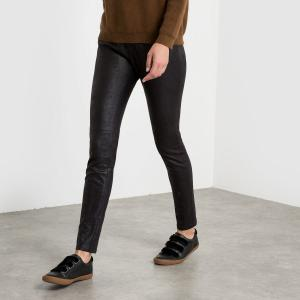 Pantalon slim, effet peau de pêche satin. SEE U SOON.