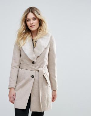 Vero Moda – Veste en fausse fourrure passepoilée avec ceinture – Crème