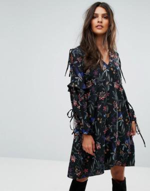 Vero Moda – Robe brodée à manches nouées – Noir