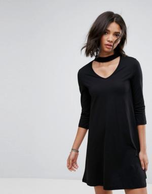 Only – Abbie – Robe fluide à col effet collier court – Noir
